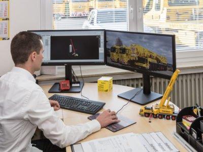 Mitarbeiter im Büro am Computer Planung